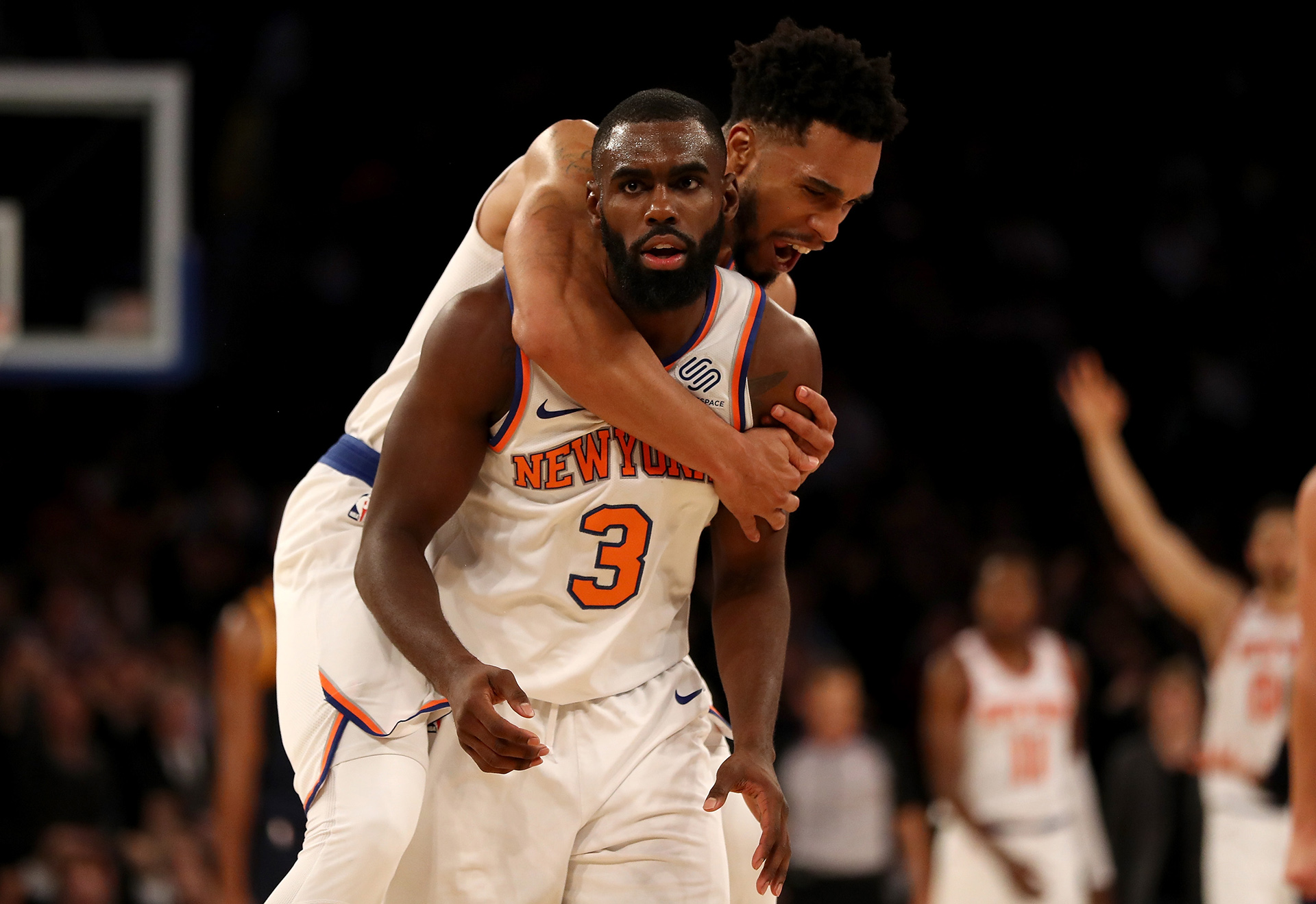 Knicks outscore Raptors 41-10 in 3rd and win 108-100