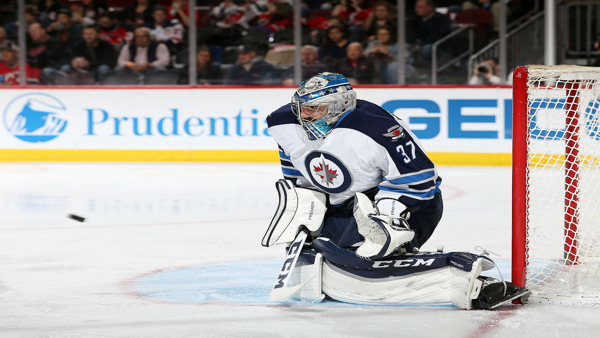 Hellebuyck signs one-year, $2.25 million contract with Jets