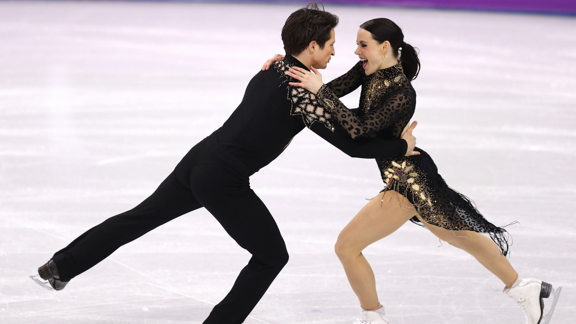 Ice dance darlings Tessa Virtue and Scott Moir win gold