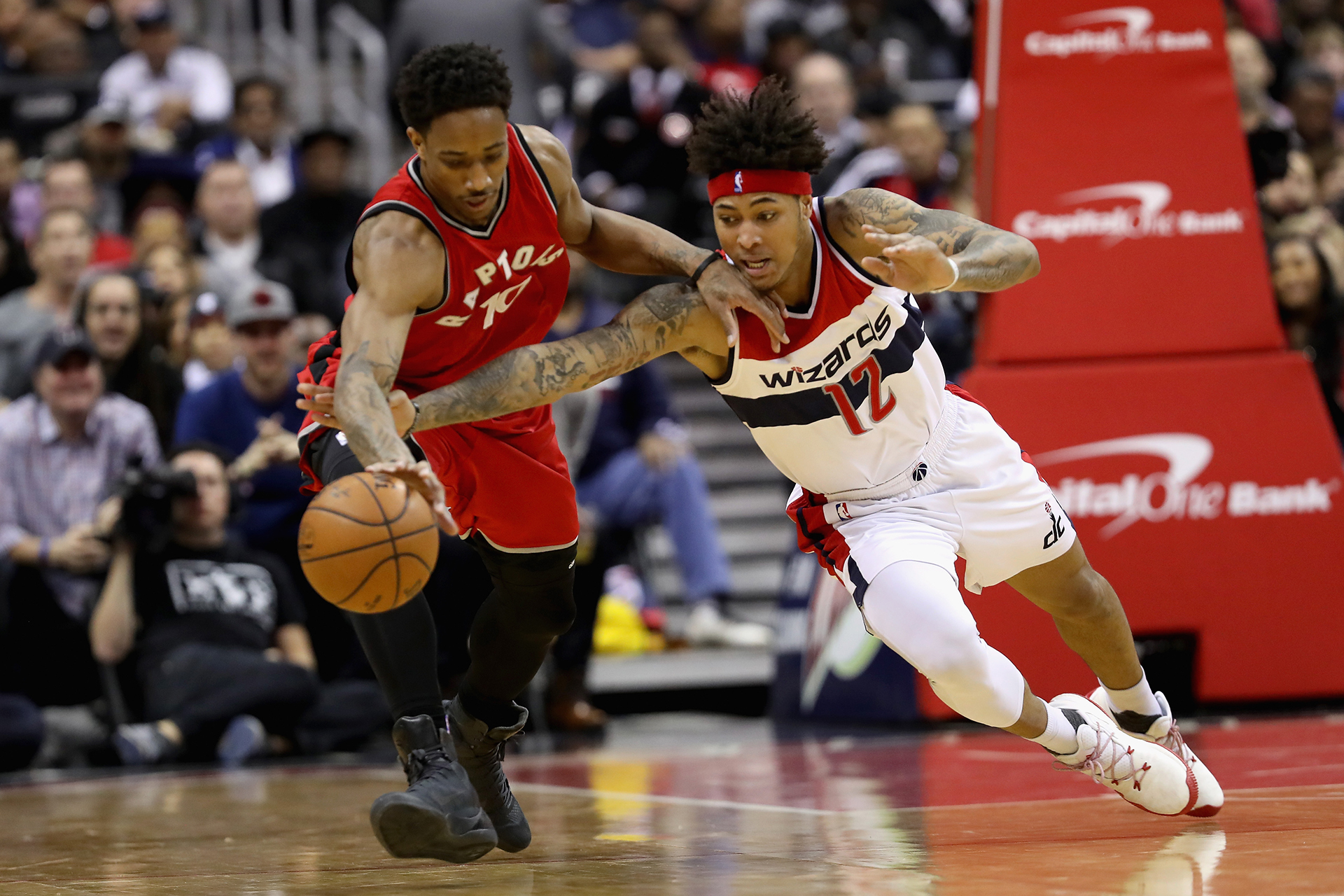 Wizards' Wall to miss game at Toronto with sore left knee