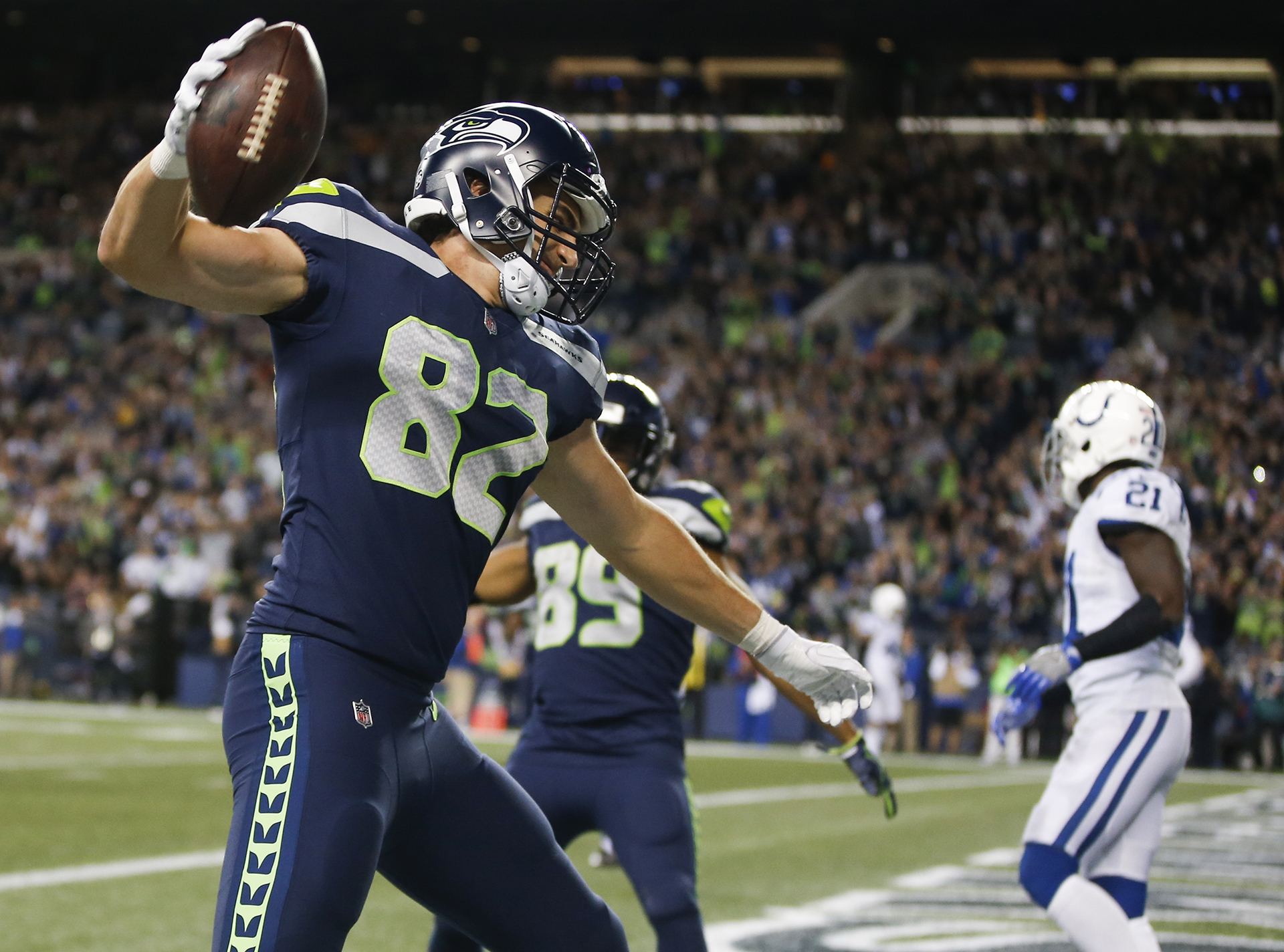 Seahawks chop down on Rams; teams tied for NFC West lead