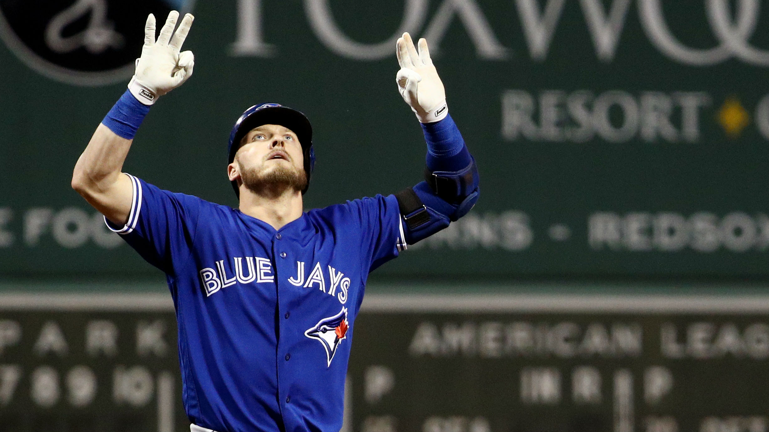 Sale gives up 4 HRs in playoff tuneup, Jays beat Red Sox
