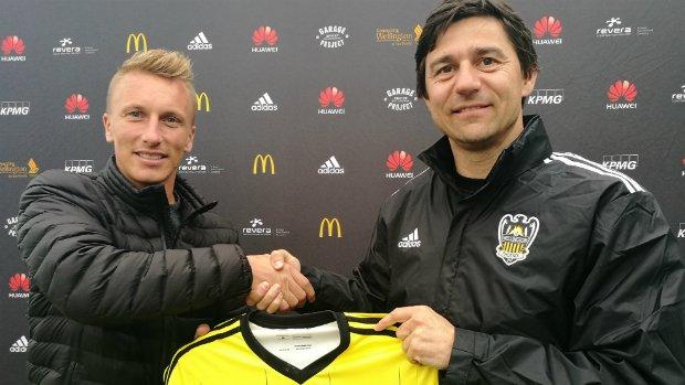 Head Coach Darije Kalezic presents new signing Goran Paracki with his Wellington Phoenix jersey.