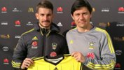 Darije Kalezic welcomes Dario Vidosic to the club.