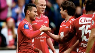 Brann - Strømsgodset 1-0: Guttene feirer Deyver Vega etter scoring