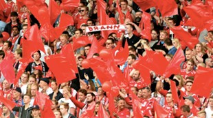 Brann - Rosenborg 1-1: Fans ballonger flagg tilskuere publikum