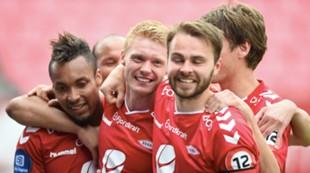 Brann - Aalesund 6-0: Guttene feirer Bismar Acosta etter scoring