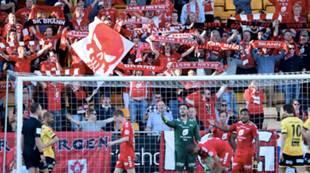 Lillestrøm - Brann 1-0: Brannfansen bortefans tilskuere flagg sjerf