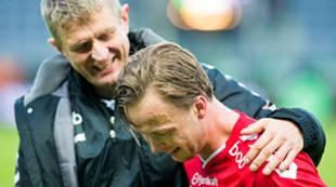 Viking - Brann 0-1: Lars Arne Nilsen gratulerer matchvinner Fredrik Haugen