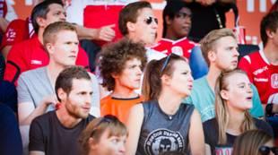 Studenter på Brann-kamp tilskuere fans