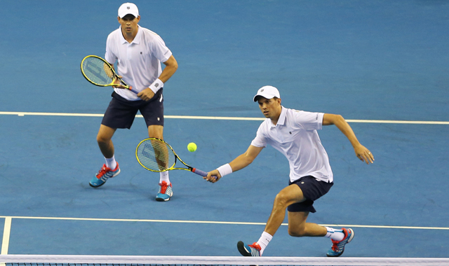 Bob and Mike Bryan clinch a wonderful exchange against Great Britain
