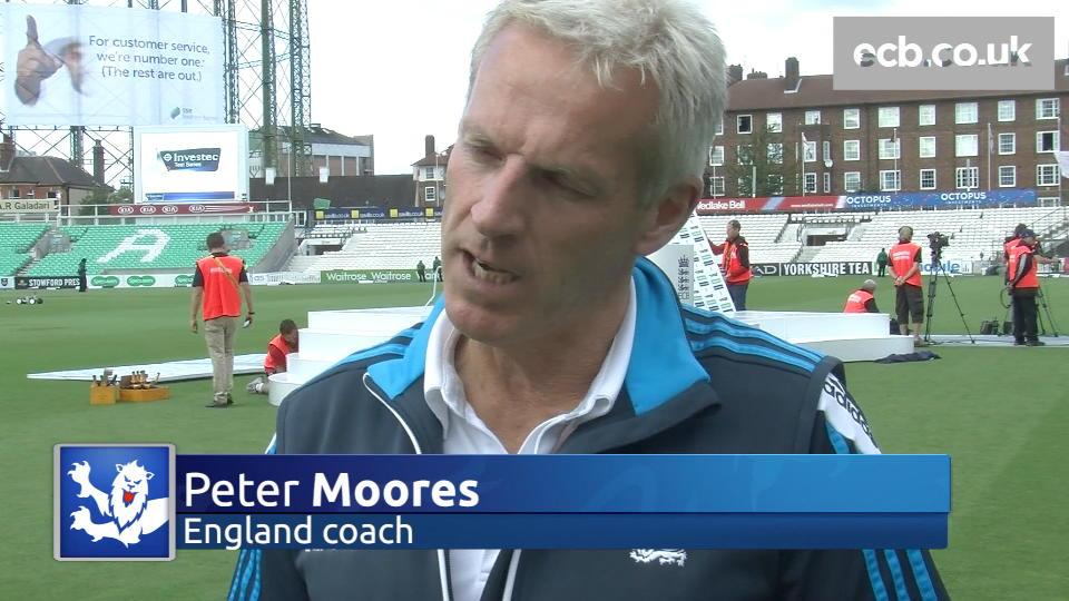 Moores praises 'outstanding' England