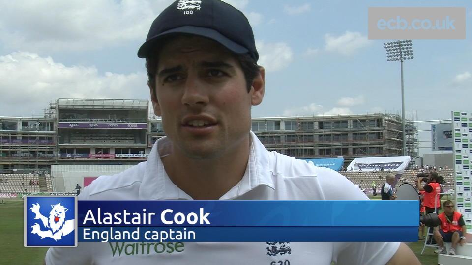 Cook praises England team