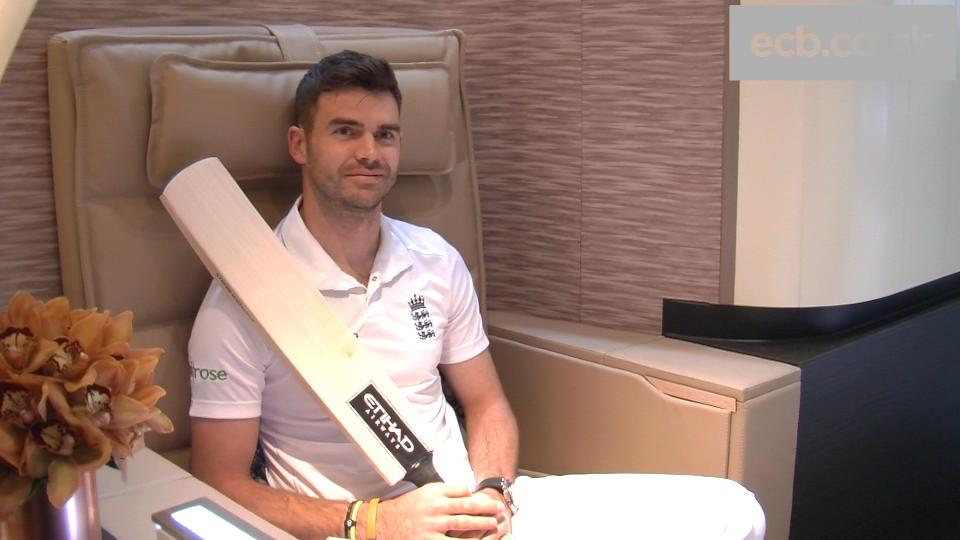 England duo visit official partner Etihad Airways