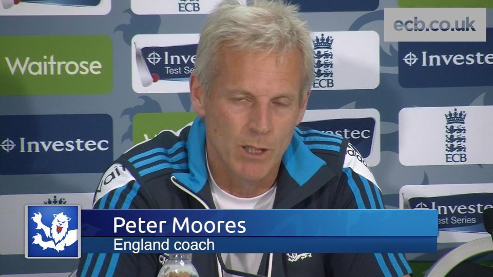 Moores praises bowling unit
