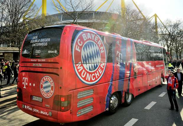 bus des fc bayern m nchen vor pokalspiel beschmiert. Black Bedroom Furniture Sets. Home Design Ideas