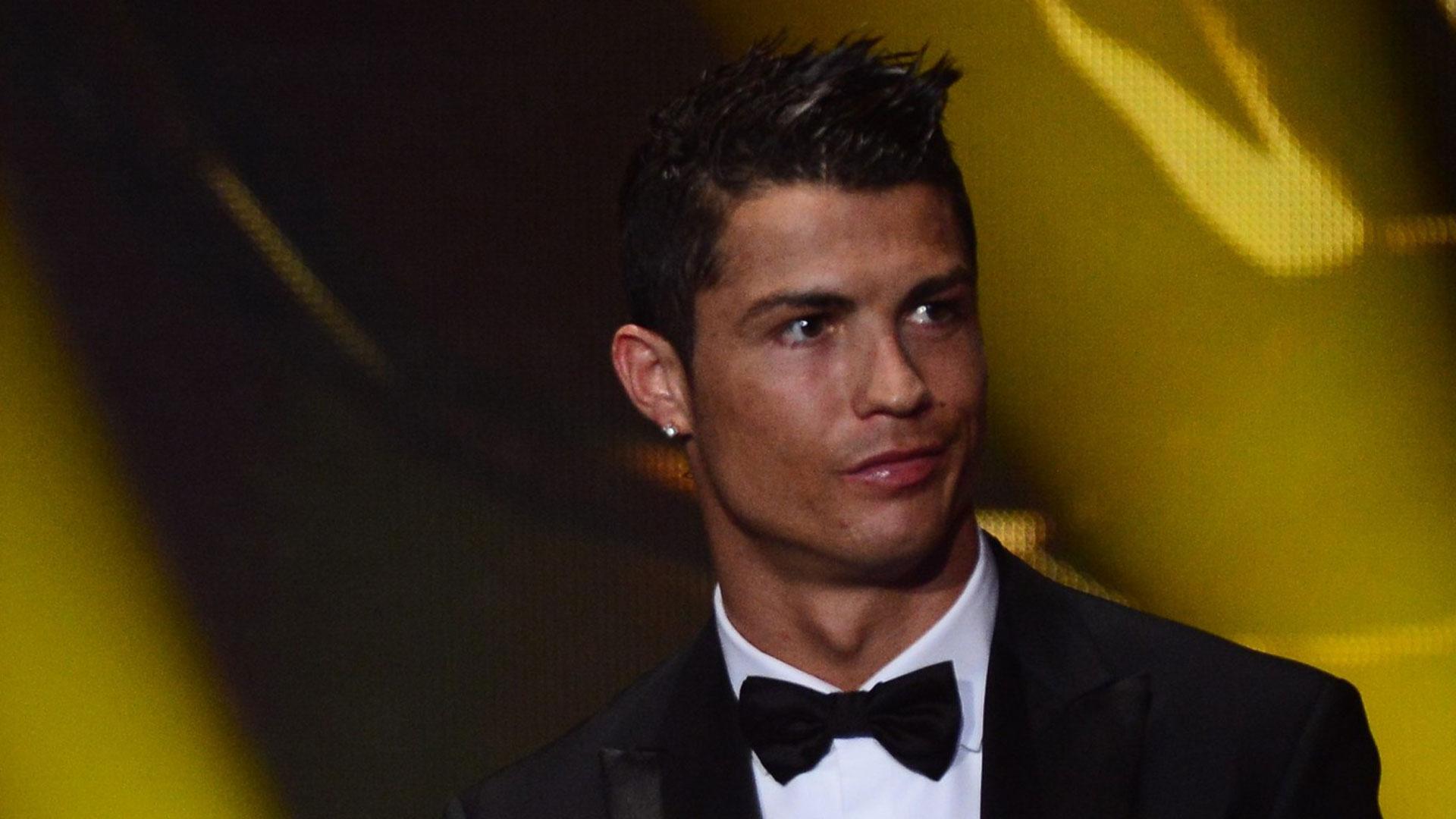 Cristiano Ronaldo sacré Ballon d'Or en plein scandale