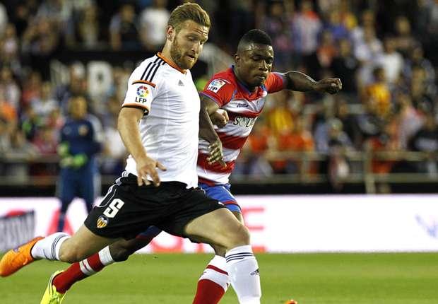 Mustafi (l.) wechselte diese Saison für acht Millionen Euro von Genua nach Valencia