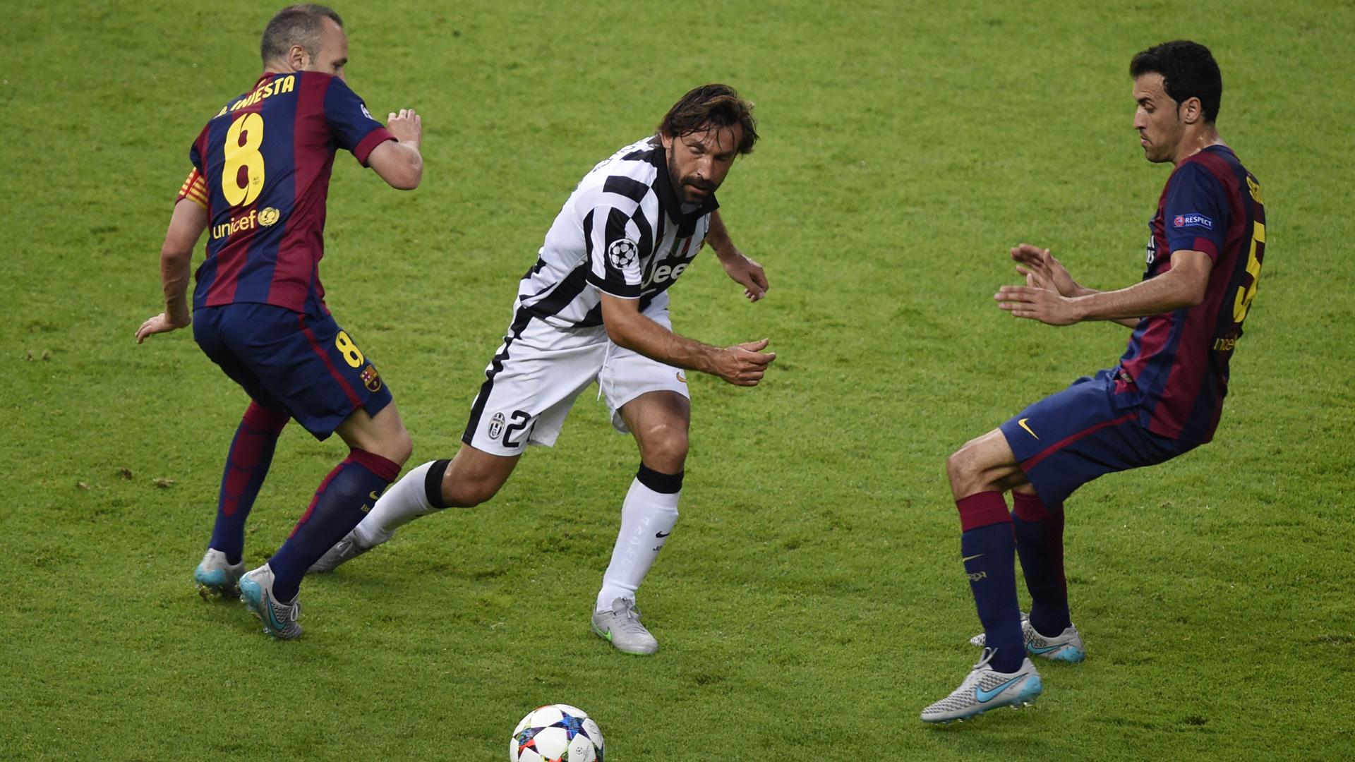 Iniesta Pirlo Busquets Juventus Barcelona
