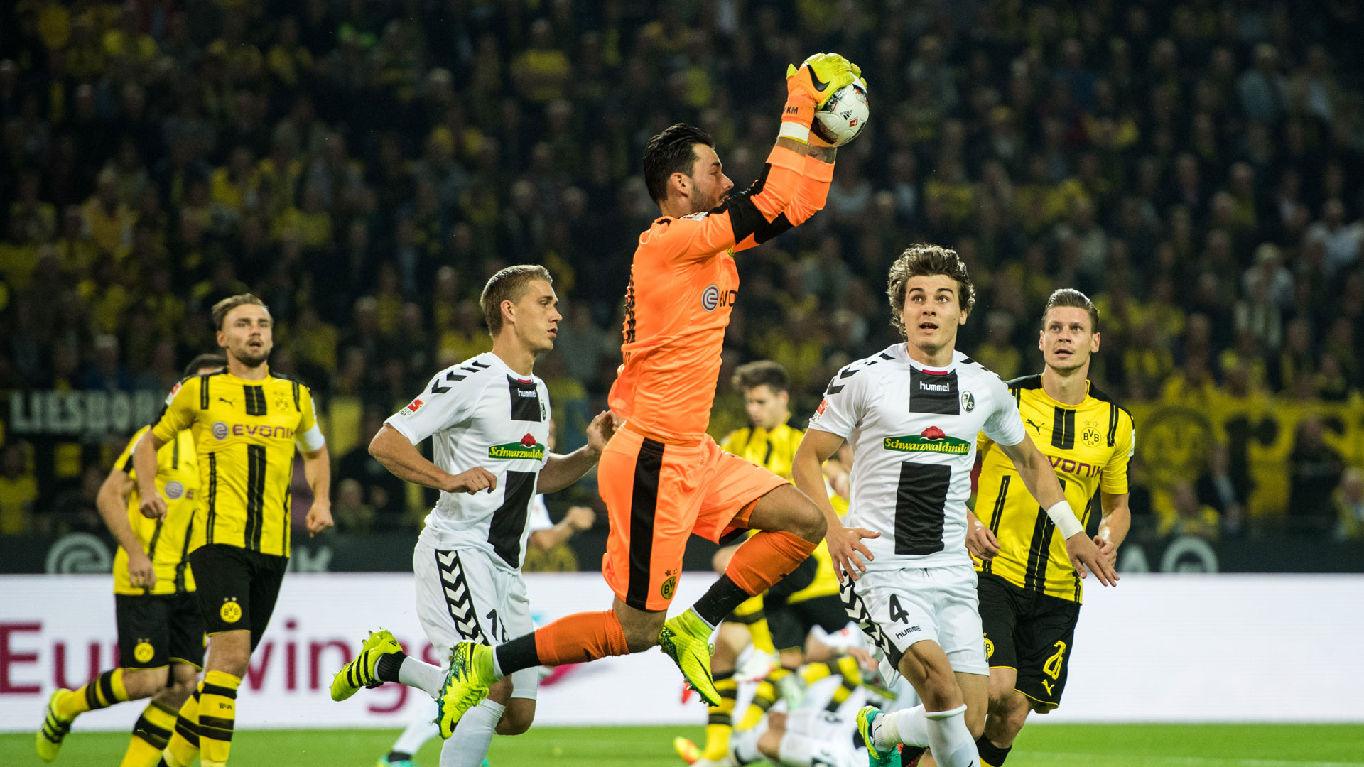 Hasil gambar untuk Freiburg vs Borussia Dortmund