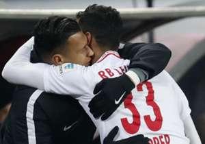 In der Bundesliga rollt der Ball wieder und nach dem Last-Minute-Sieg der Bayern in Freiburg zum Auftakt, starteten die Samstagsspiele größtenteils schleppend. Am Ende war aber doch noch richtig Musik drin. Hier kommen die besten Bilder des Spieltags.