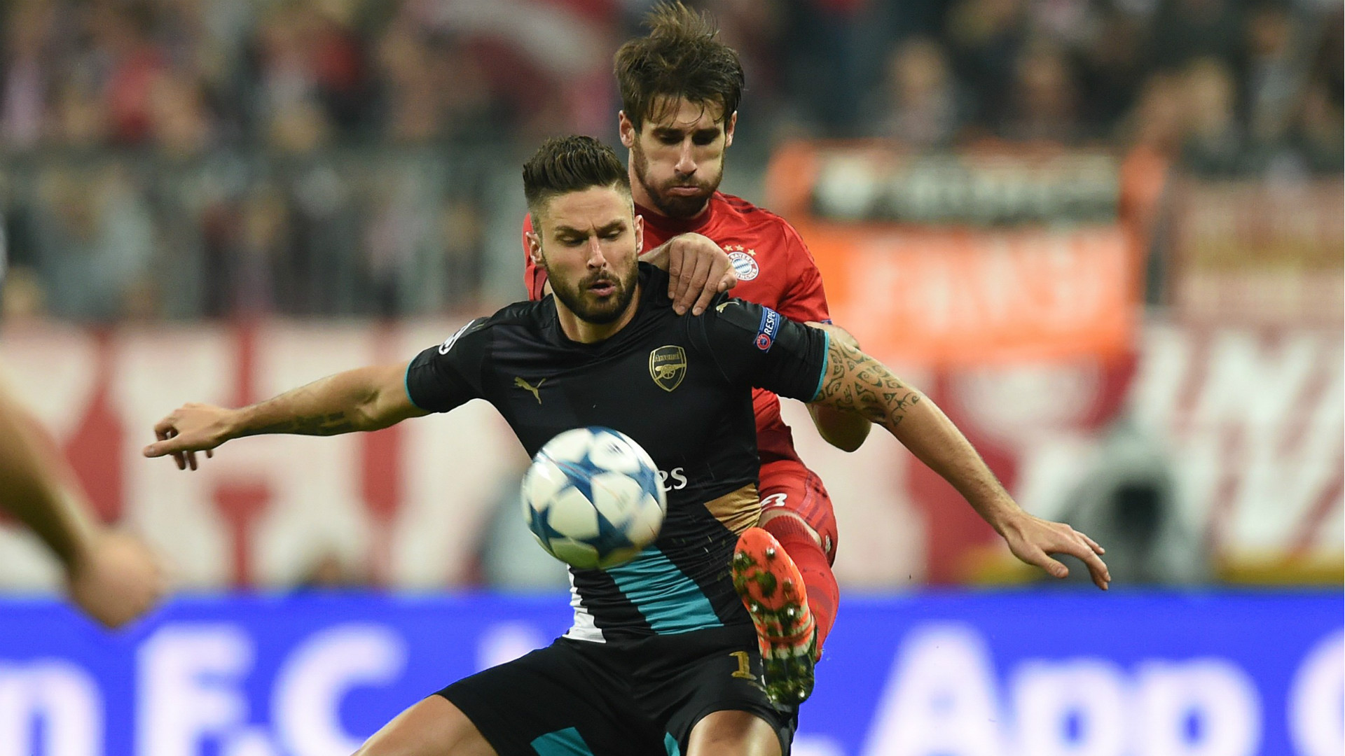 Javi Martinez Olivier Giroud Bayern Munchen Arsenal Champions League 04112015