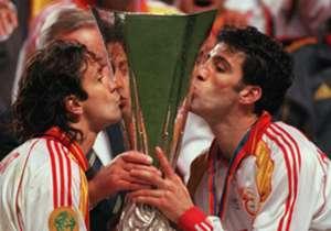 Futbol tarihinde birçok başarıya imza atan ve 2000 yılındaki UEFA Kupası zaferi ile zirveye çıkan Galatasaray'ın geçmişine ve yakın tarihine damga vuran birçok isim var. İşte bunlardan 20 tanesi!