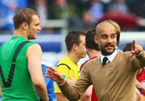 Gibt auch Torwart Manuel Neuer (l.) taktische Anweisungen: Pep Guardiola