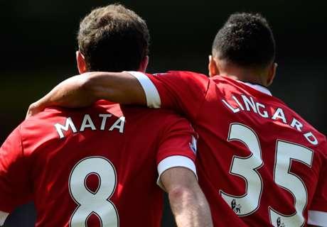 El United ganó y mete presión