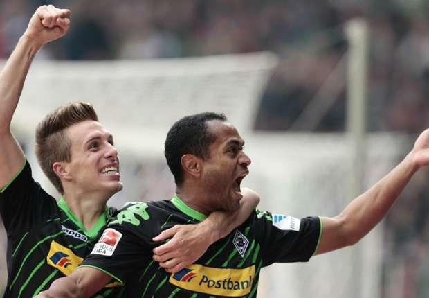 Mit seinen Saisontoren Nummer zehn und elf sichert Raffael (r.) der Borussia den Auswärtssieg