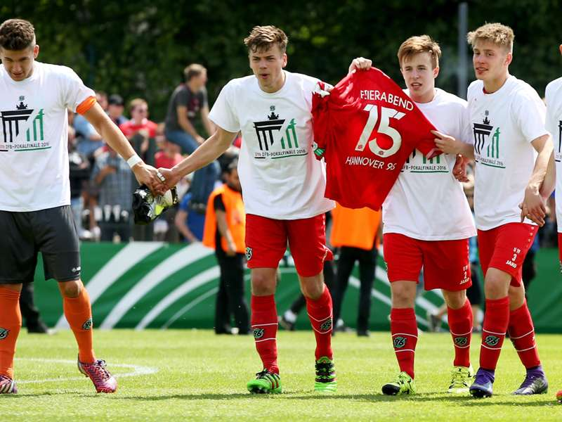 Hannover 96 daniel stendel gewinnt mit a jugend dfb pokal for Pokale hannover