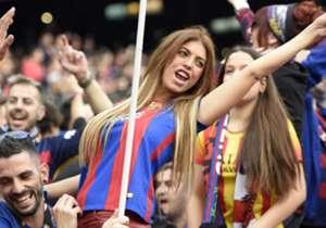 Wenn im Camp Nou die beiden Rivalen aus Barcelona und Madrid aufeinandertreffen, steht die Welt still und beobachtet das Geschehen auf dem Platz. Die Bilder zu El Clasico.