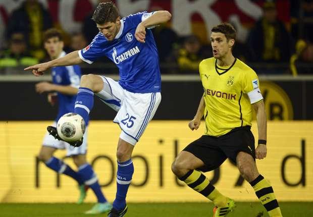Im Duell mit Dortmunds Kehl: Schalkes Huntelaar beim Derby