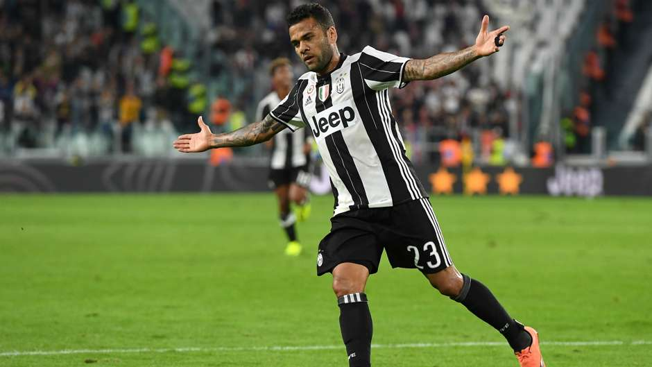 Dani Alves Juventus Champions League 12122016