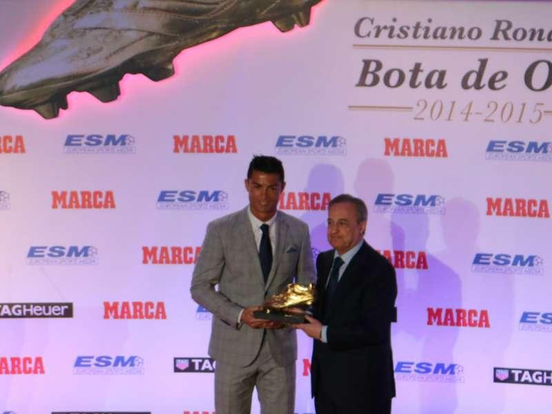 """Cristiano Ronaldo recebe a Chuteira de Ouro e avisa: """"Não estou satisfeito"""""""