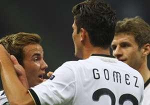 """Joachim Löw steht vor der Wahl. Setzt er in der Spitze auf den falschen Neuner Mario Götze, den """"Raumdeuter"""" Thomas Müller oder den klassischen Mittelstürmer Mario Gomez?"""