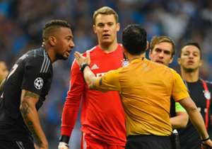Der deutsche Rekordmeister erlebte eine echte Schmach gegen den FC Porto. Wie die Presselandschaft über dieses fußballerische Erdbeben berichtet - und ebenso über Barcas Sieg über PSG - seht Ihr hier!