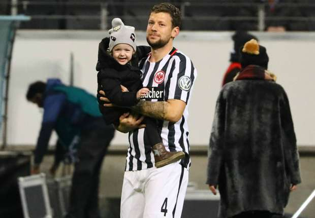 Gelandang Eintracht Frankfurt Pulih Dari Kanker Testis