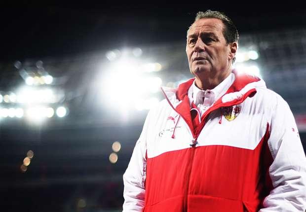 Verzweifelt: VfB-Trainer Huub Stevens