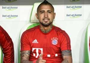 Daumen hoch: Bayerns neuer Mittelfeldstar Arturo Vidal drückt zunächst die Ersatzbank.