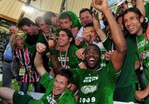 VFL WOLFSBURG | 2008/09 | Unter Trainer Felix Magath wurde der VfL Wolfsburg der erste Verein seit 39 Jahren, der sich neu in die Liste der deutschen Fußballmeister eintragen durfte. Das Sturmduo um Grafite und Edin Dzeko erzielte dabei sensationelle 5...