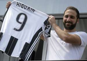 1. GONZALO HIGUAIN | Napoli - Juventus | 2016 | €90m