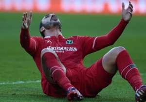 Was Werder am Freitagabend spektakulär begann, setzte sich am Samstag fort. Auf Schalke, in Hannover, im bayrischen Derby und in Frankfurt schepperte es. Einzig das Spiel, das Jose Mourinho auf Einladung Hans-Joachim Watzkes sah, und die Bayern endeten...