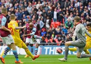 Fabian Delph (M.) schoss Aston Villa ins Finale des FA Cups