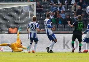 Max Kruse durfte relativ unbedrängt zunächst zur Gladbacher Führung einschieben. An Wolfsburg hat er in diesem Moment wohl nicht gedacht.