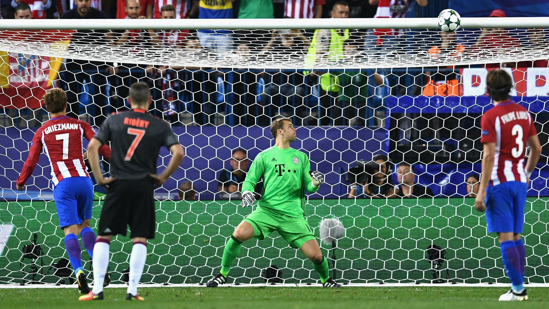 Griezmann Penalty on the crossbar against Neuer Atletico Bayern Champions League 28092016