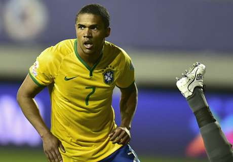 Douglas Costa joins Bayern for €30m