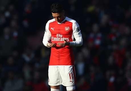 Ozil Bantah Akan Tinggalkan Arsenal