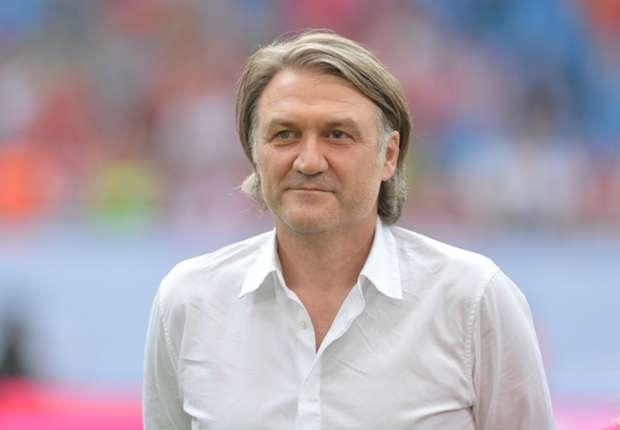 Dietmar Beiersdorfer übt sich vor dem Ligstart in Zurückhaltung