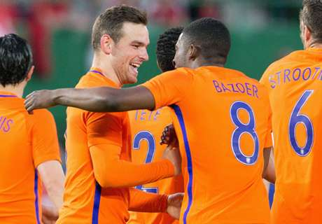 Amistoso: Austria 0-2 Holanda